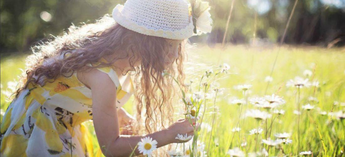 bescherm kinderen tegen de zon met zonnebrandcreme en zonnescherm